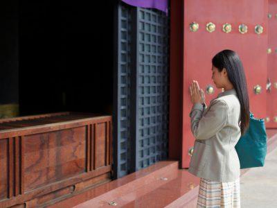 【もう一度確認!】神社とは違うお寺の正しい参拝方法